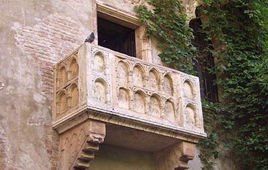 История возникновения балконов