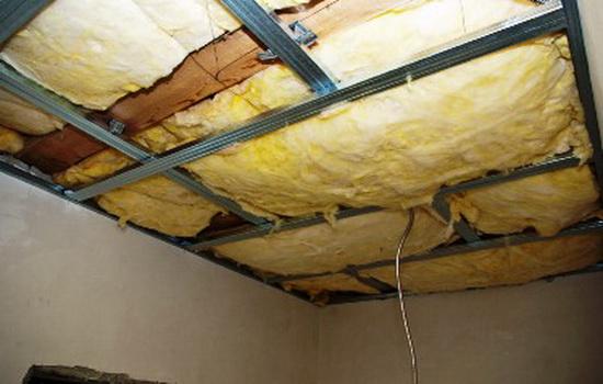 Минеральная вата под потолком