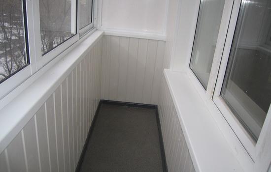 Сделать пластиком балкон