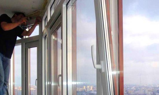 Выбор мастера для установки окон на балкон